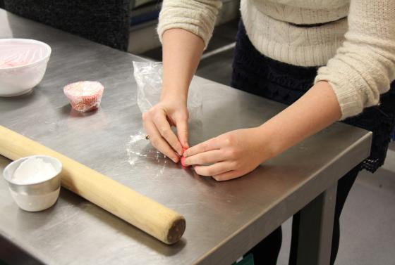 Cake decorating hobby course at Bournemouth & Poole College