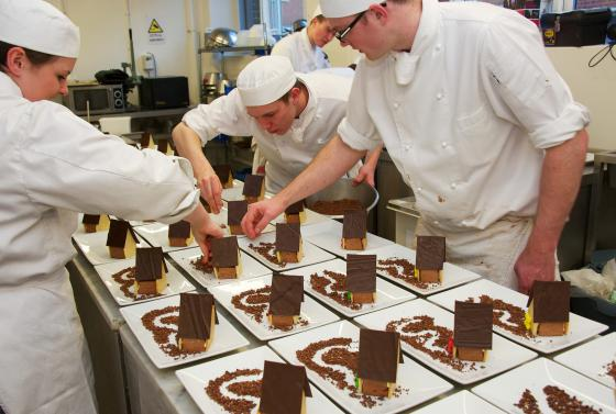 Catering Team Chocolate Houses