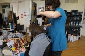 Hairdressing student